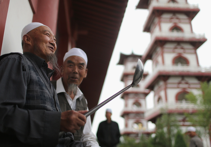 Китайцы вычисляют мусульман в стране с помощью цифрового сканирования