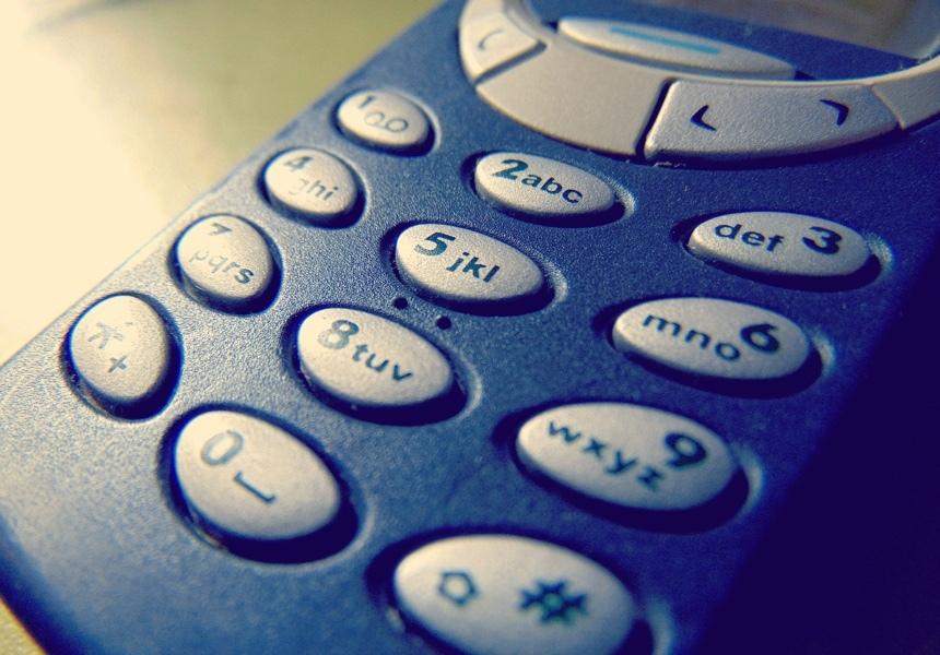 Как мы вообще пользовались телефонами кнопочной эпохи? Они же были ужасны.