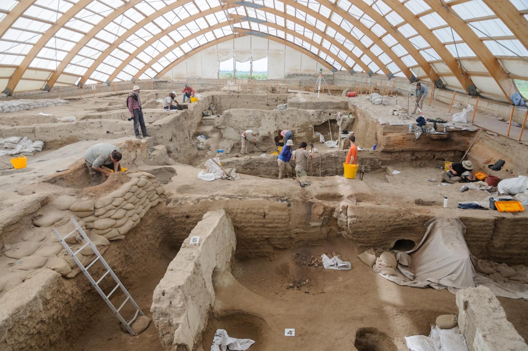 Уже 9 тысяч лет назад жители мегаполисов страдали от перенаселения, насилия и проблем с экологией
