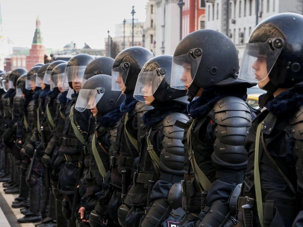 Росгвардия получила право конфисковать смартфоны у россиян