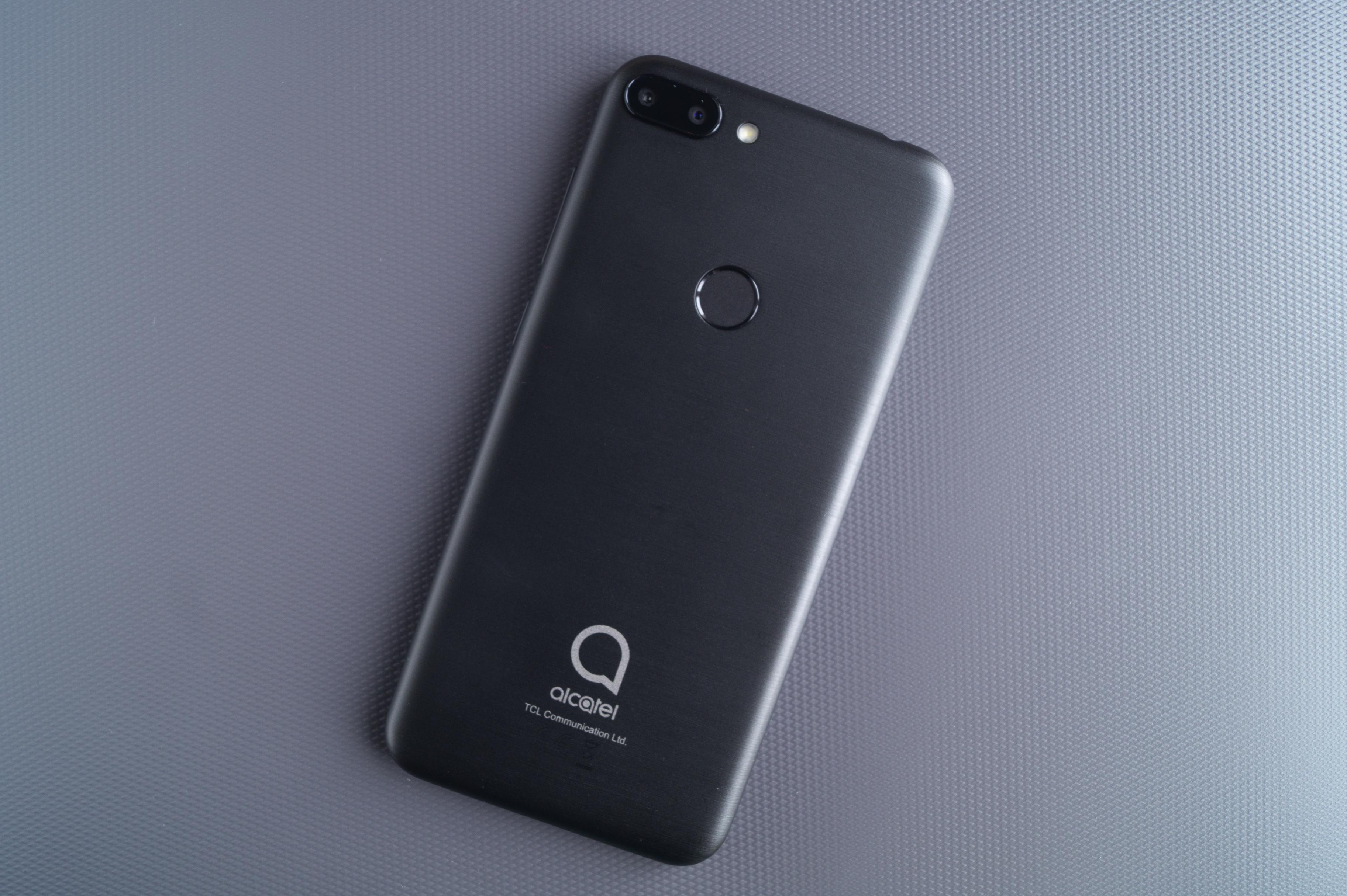 Бюджетный смартфон Alcatel с характеристиками уровня Xiaomi, но дешевле. А в чём прикол?