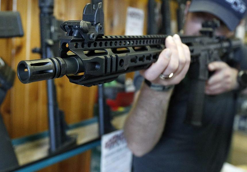 Из-за массовых расстрелов в США Colt перестал выпускать оружие для гражданских