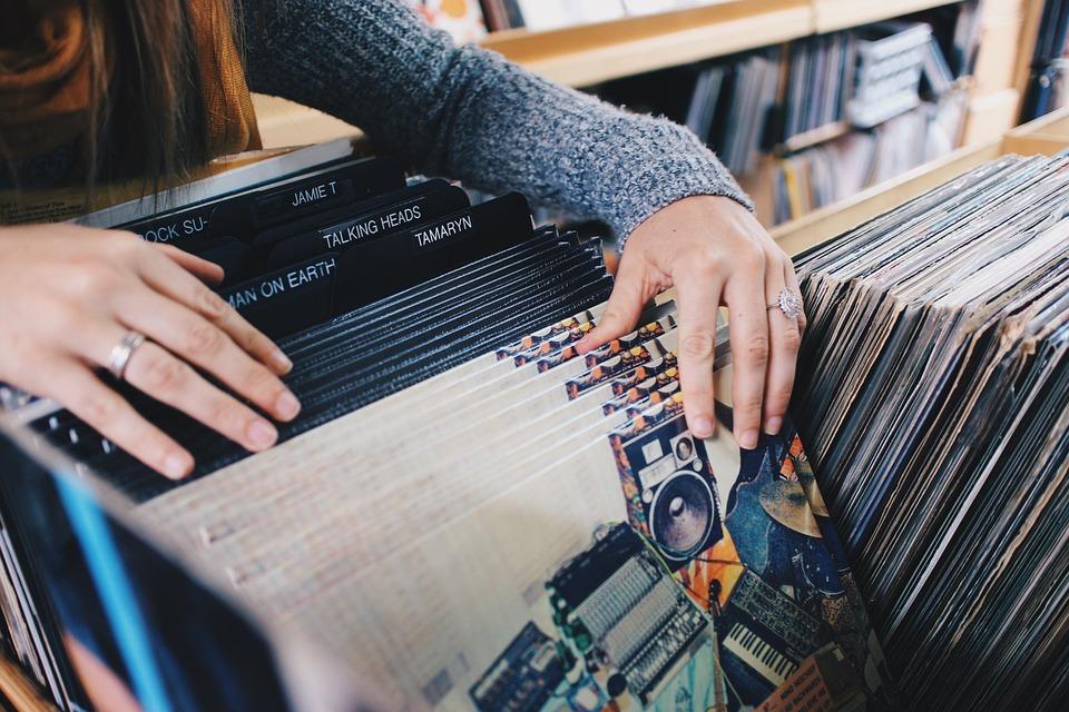 Впервые за 30 лет CD-диски уступили виниловым пластинкам в продажах