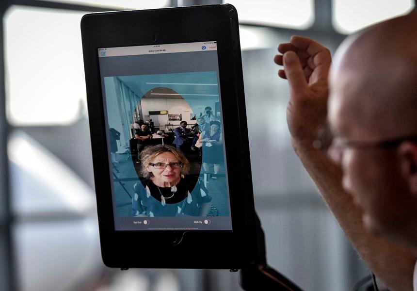 В России раскритиковали оплату транспорта сканированием лица