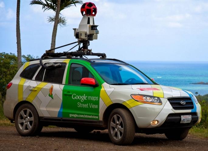 Google Карты засняли обнаженную пару на улице
