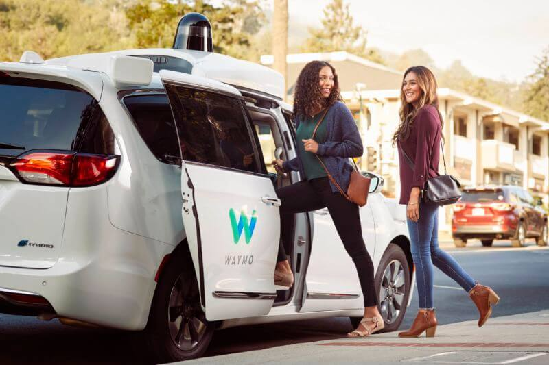 В США беспилотные такси лишатся водителей-подстраховщиков