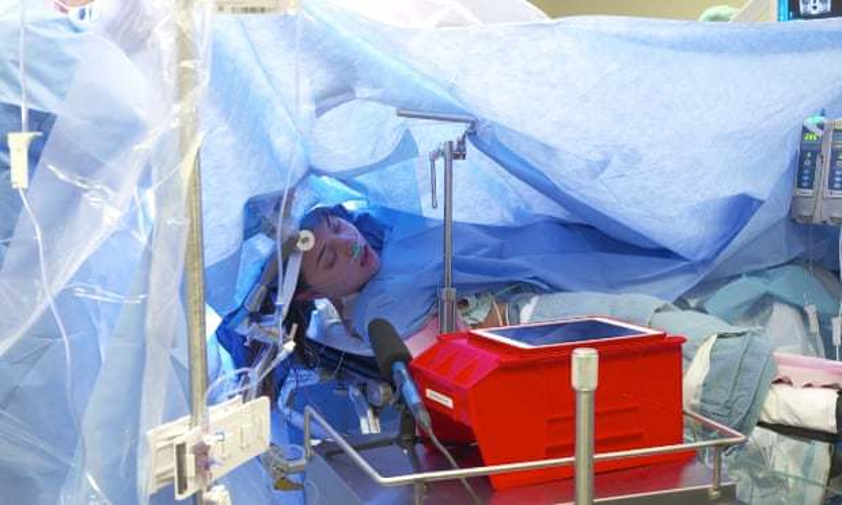 Пациент очнулся прямо во время онлайн-трансляции операции на его мозге