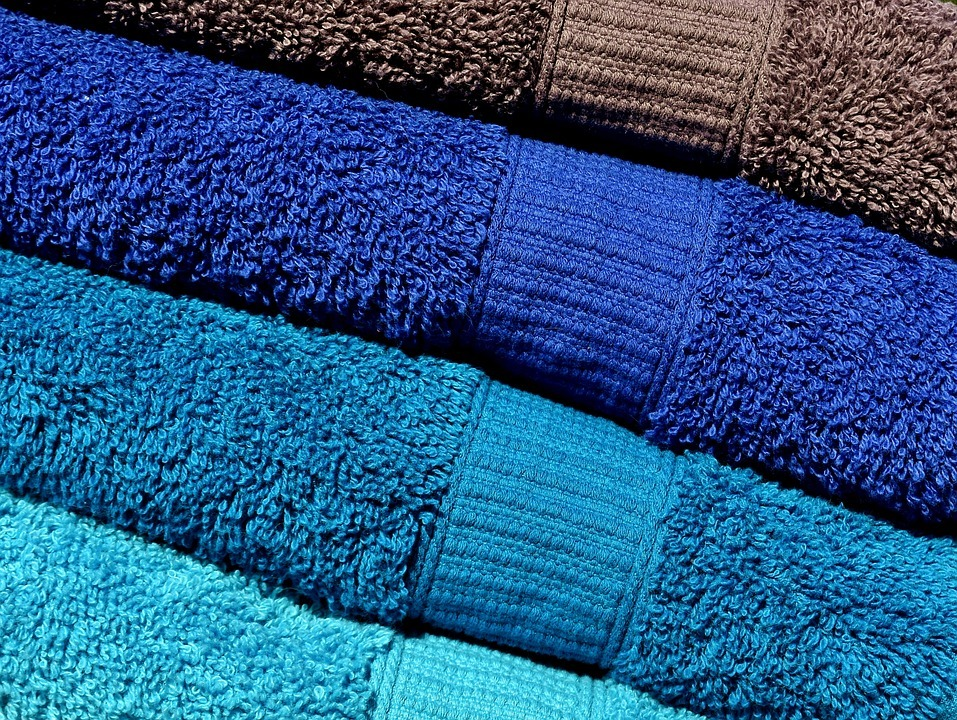 Бактерии превратили в «живую» краску для ткани