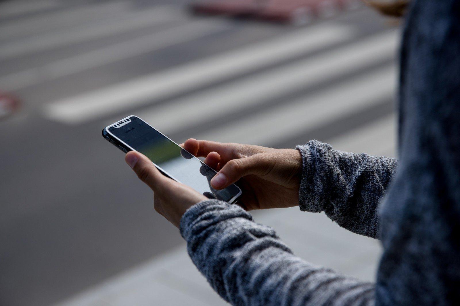 В России смартфоны начнут предупреждать пешеходов о приближающемся автомобиле