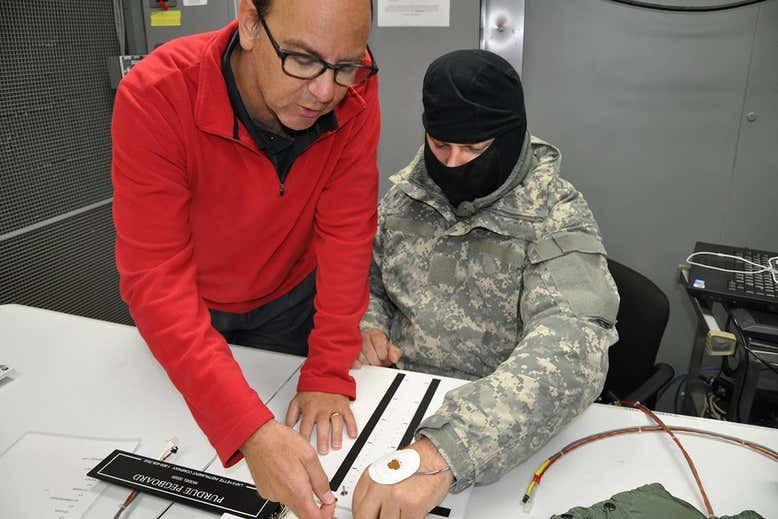 Для американских военных придумали метод согревания рук без перчаток