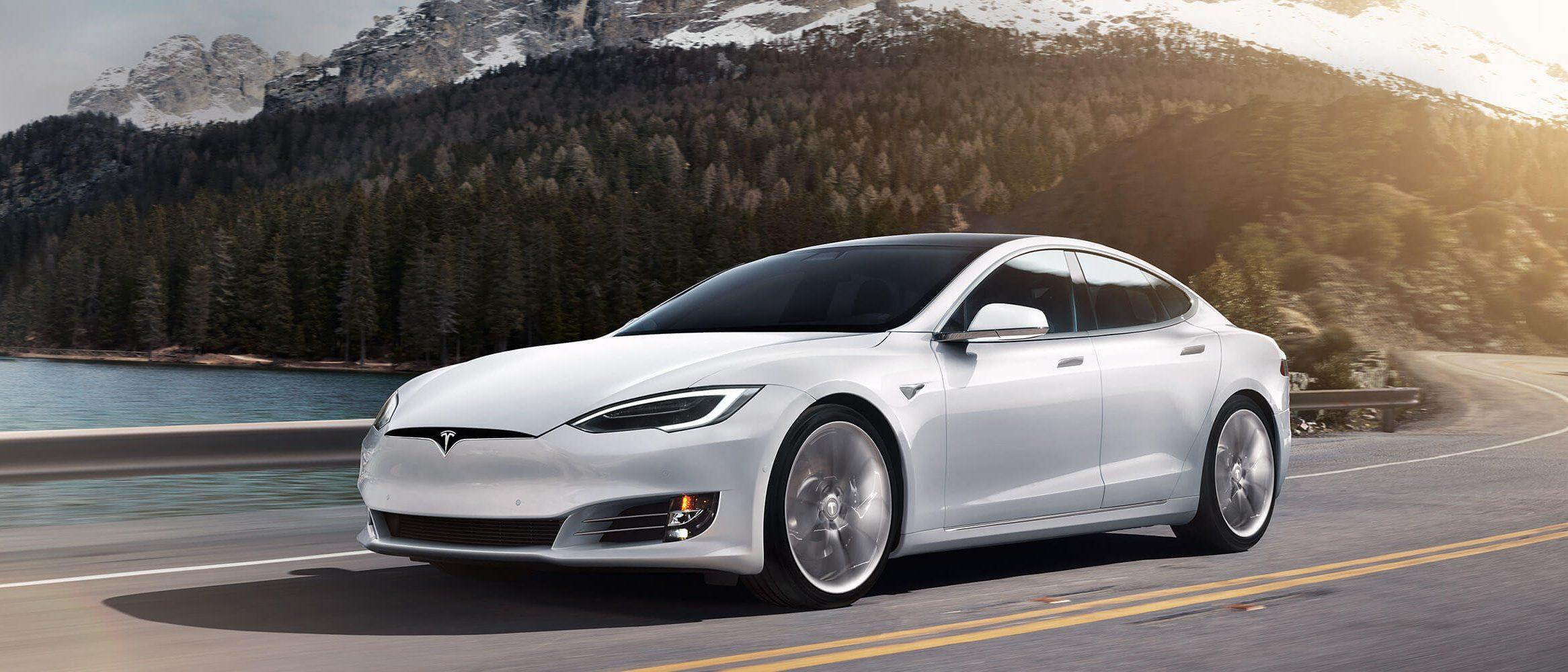 Tesla добавит новые функции в свои электромобили