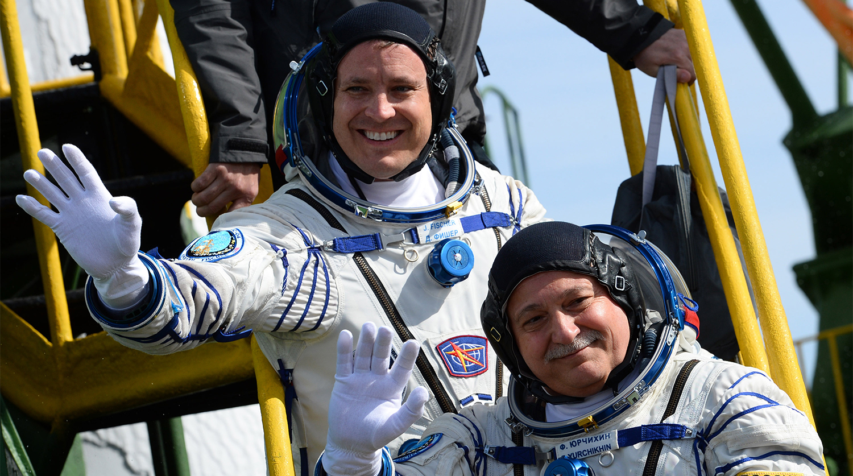 Астронавт вернулся на Землю спустя рекордные 328 дней на орбите