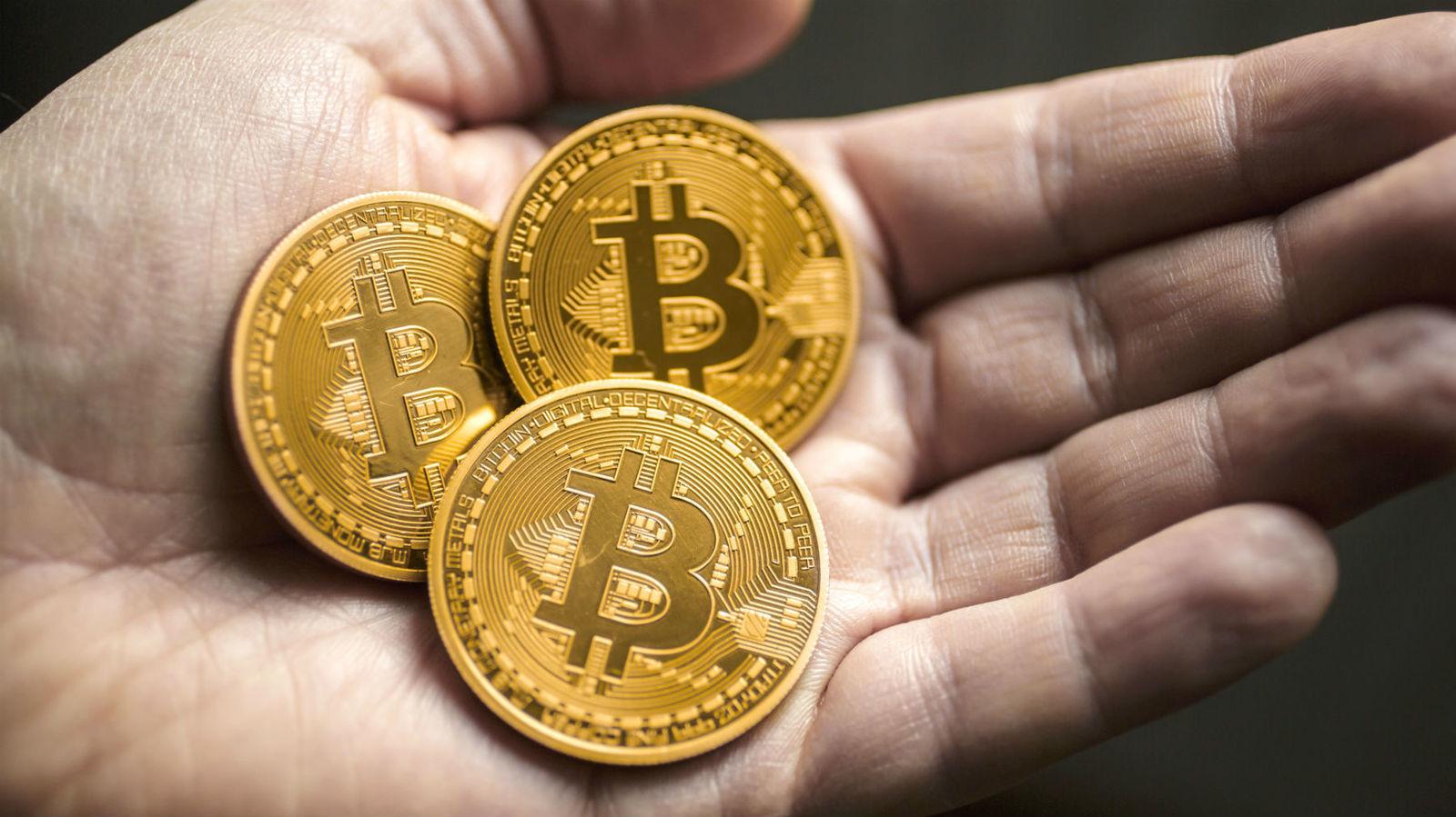 Стоимость биткоина вновь перешагнула отметку в 10 тыс долларов