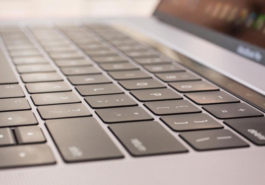 Лауреат «Оскара» раскритиковал Apple за плохую клавиатуру в MacBook
