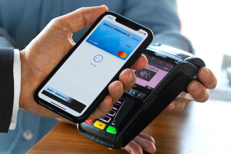Насколько больше люди тратят в магазинах с поддержкой Apple Pay и Google Pay
