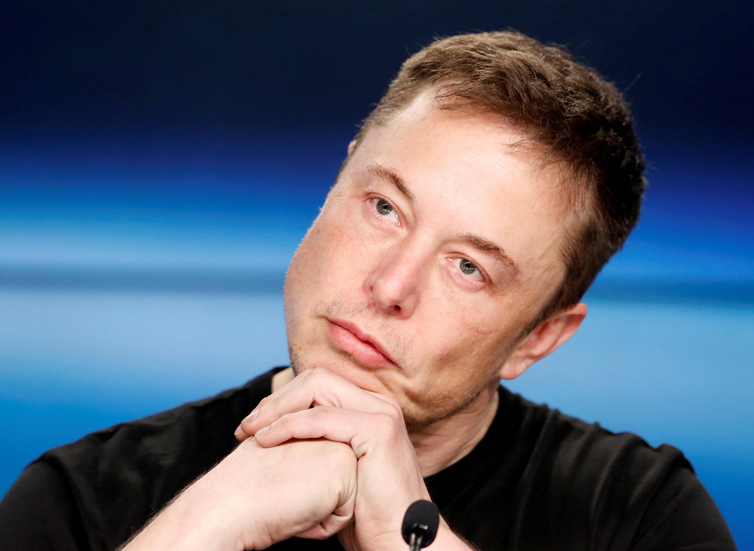 В компании Илона Маска назвали придурками работников, прогуливающих работу
