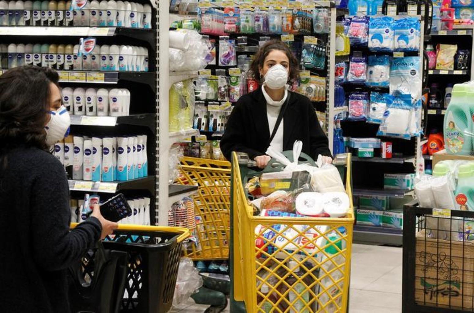 Россиянам рассказали, как избежать заражения коронавирусом в магазине