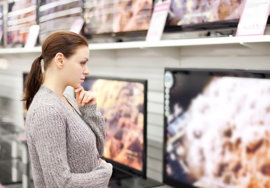 Москвичи начали скупать телевизоры, ноутбуки и смартфоны