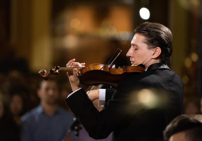 Учёные выяснили, что мозги слушателей и музыкантов синхронизируются во время концерта