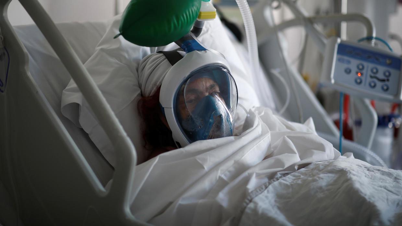tesla показала оборудование помощи больным коронавирусом собранное запчастей