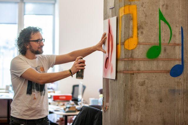 Инженеры превратили рисунки на стене в «кнопки» управления устройствами
