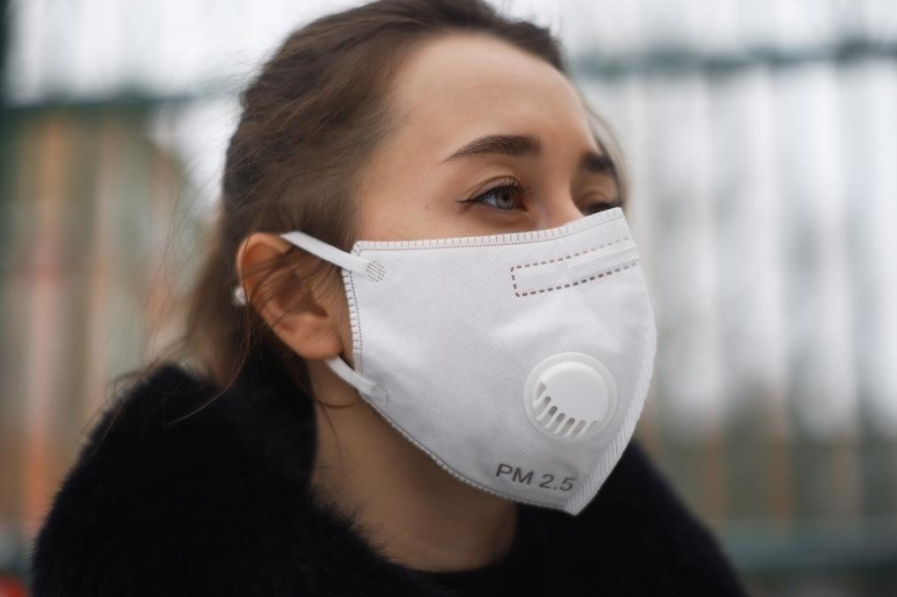 Врач рассказал, почему опасно гулять в парке в период пандемии