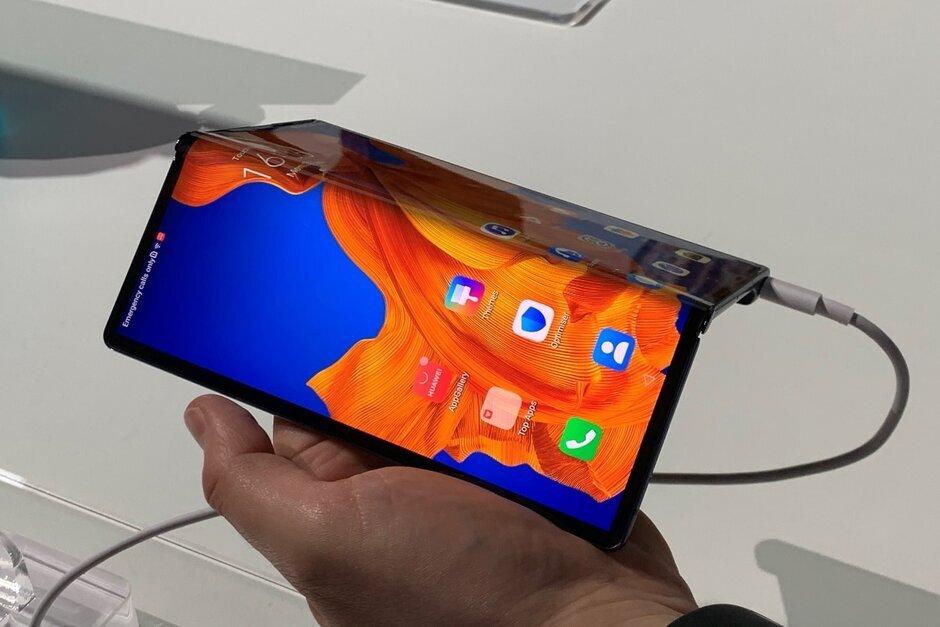 смартфон huawei гибким экраном оказался непригоден ремонту