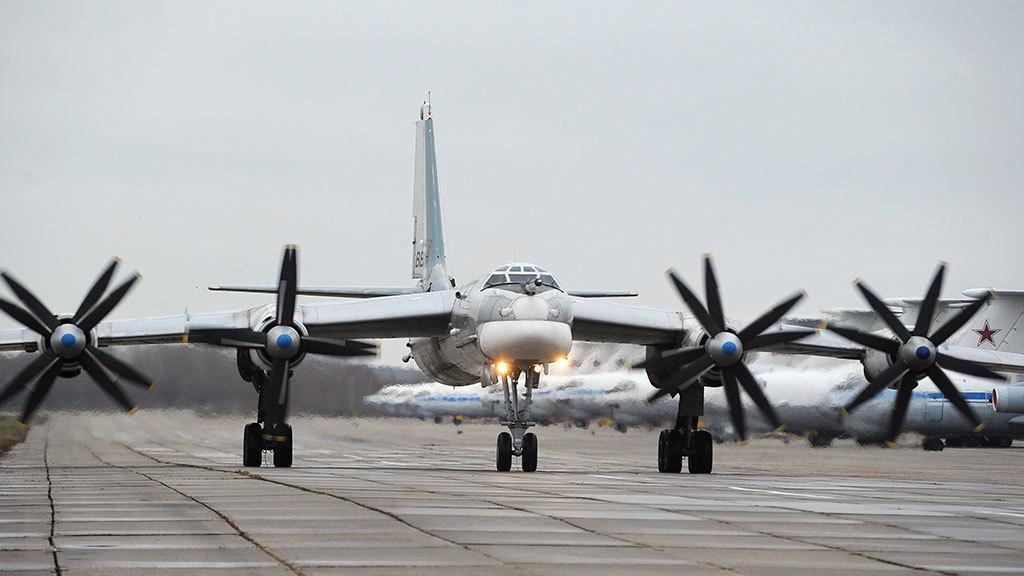 российские бомбардировщики показали успешное уклонение удара