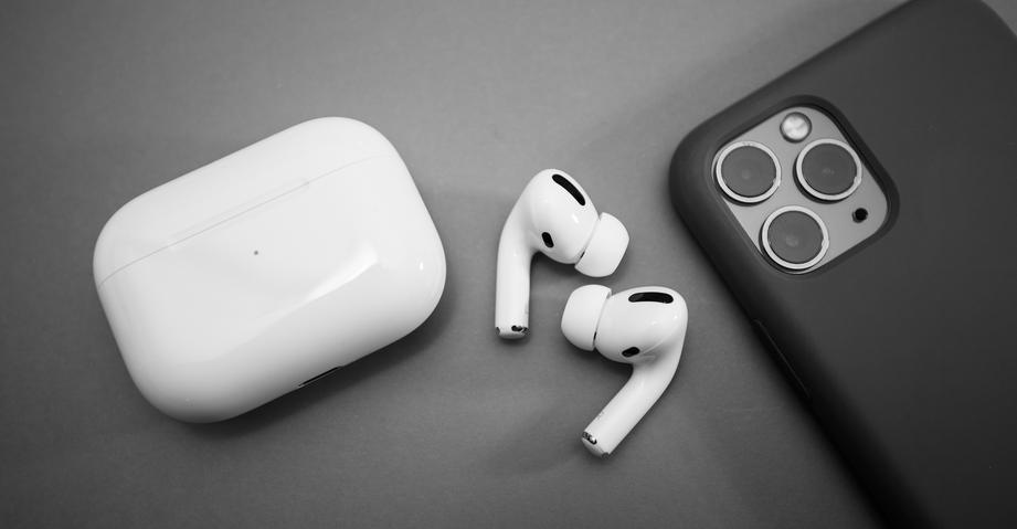 apple попыталась починить airpods pro помощи свежего обновления