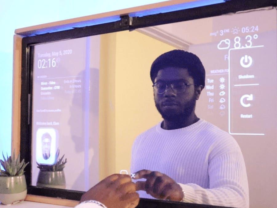 Энтузиаст создал «умное» зеркало с сенсорным вводом