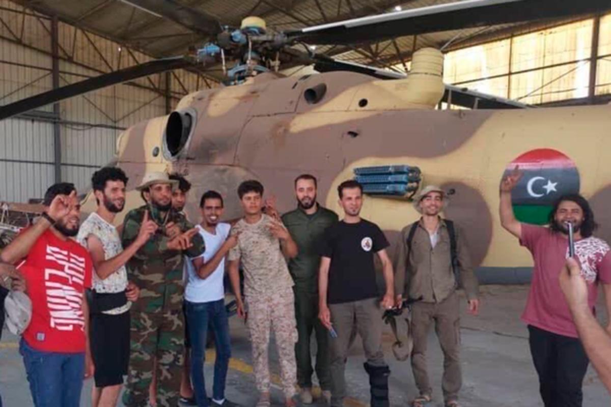 На видео попала перевозка вертолета Ми-35, захваченного у Ливийской национальной армии