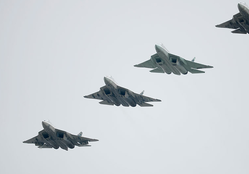 Россия отрепетировала бой с применением «роя» истребителей