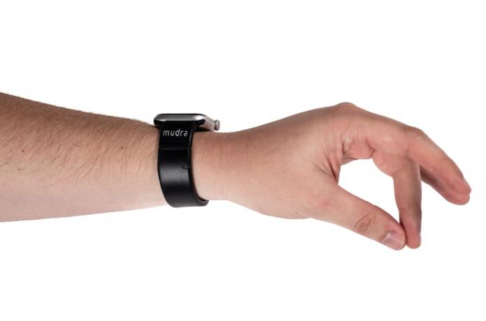 Создан ремешок для «умных» часов с управлением жестами