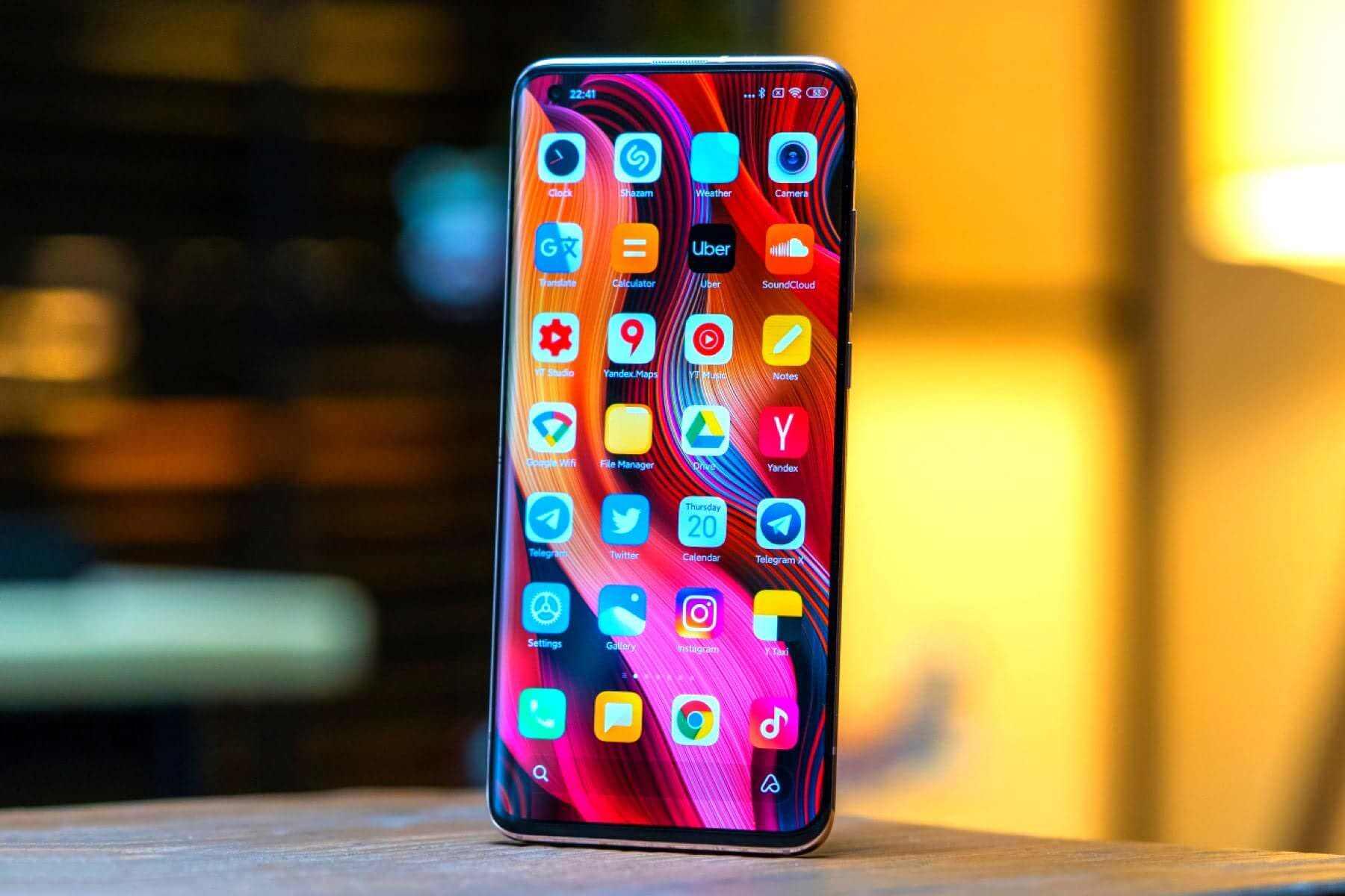 Неанонсированный флагман Xiaomi Mi 11 может получить 2К дисплей и огромный аккумулятор