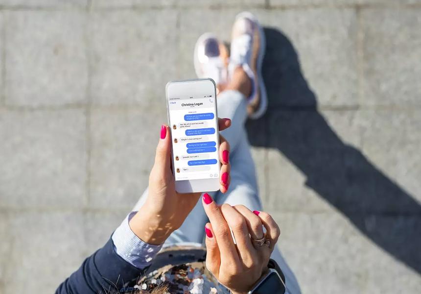В Японии пешеходам запретили пользоваться смартфонами