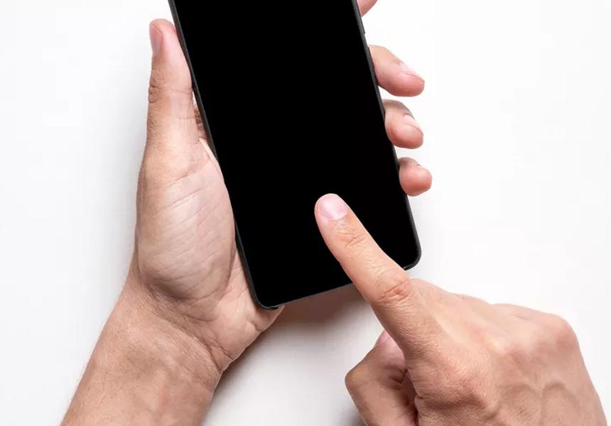 Пользователи на спор 70 часов держали палец на экране смартфона