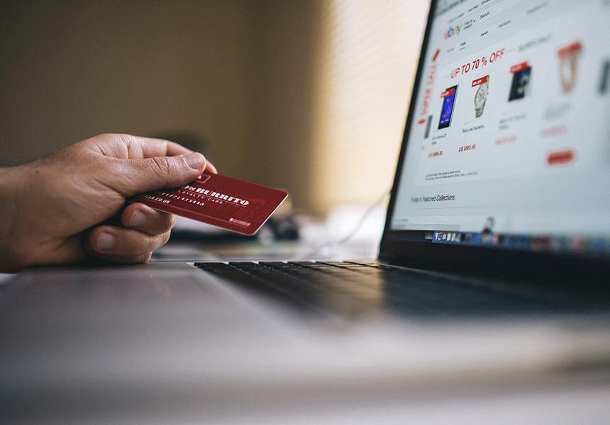 Мужчины оказались более расточительными при онлайн-покупках