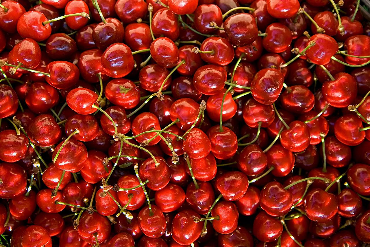 Названа помогающая похудеть ягода