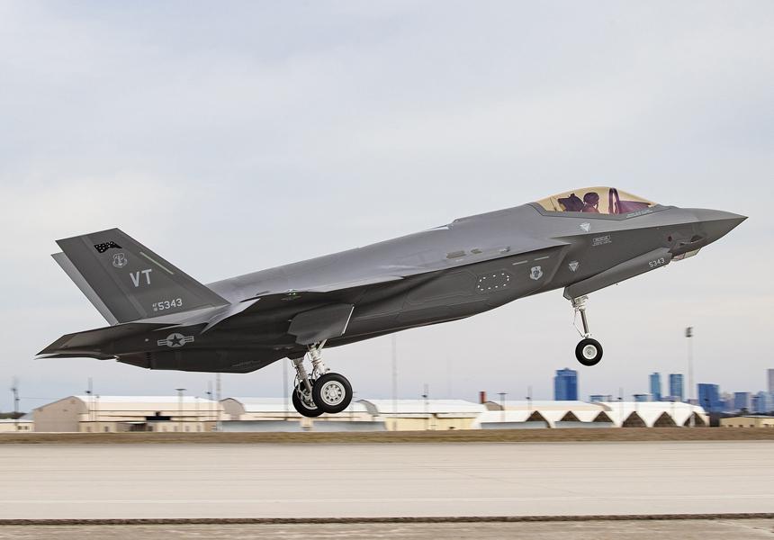 Названы проблемы строительства первой базы с истребителями F-35 в Британии