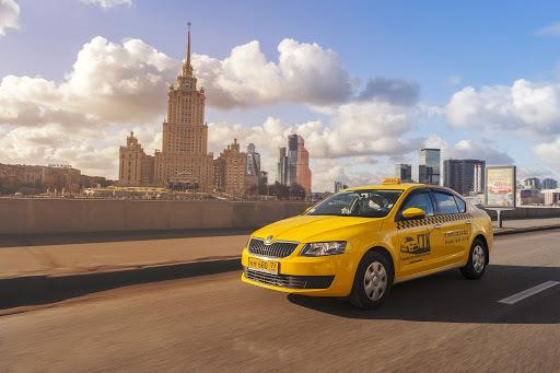 В России службы такси могут обязать нести ответственность за здоровье пассажиров