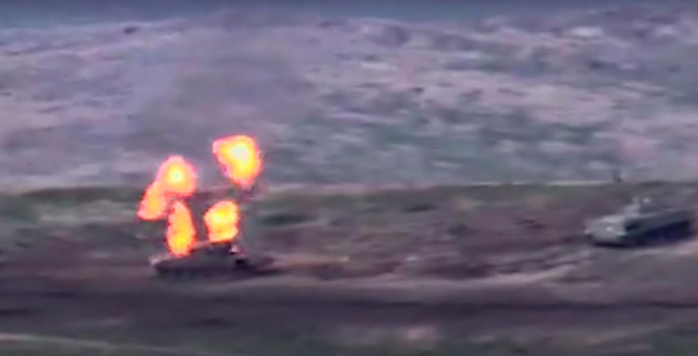 На видео показали уничтожение азербайджанской военной техники