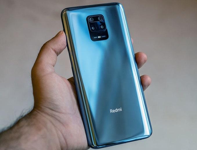 Xiaomi запустила в России распродажу смартфонов со скидками до 5 тысяч рублей