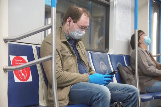 В России коронавирус был найден в смывах поверхностей в транспорте