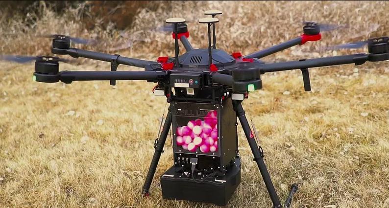 Для борьбы с пожарами начали использовать сбрасывающие огненные шары дроны