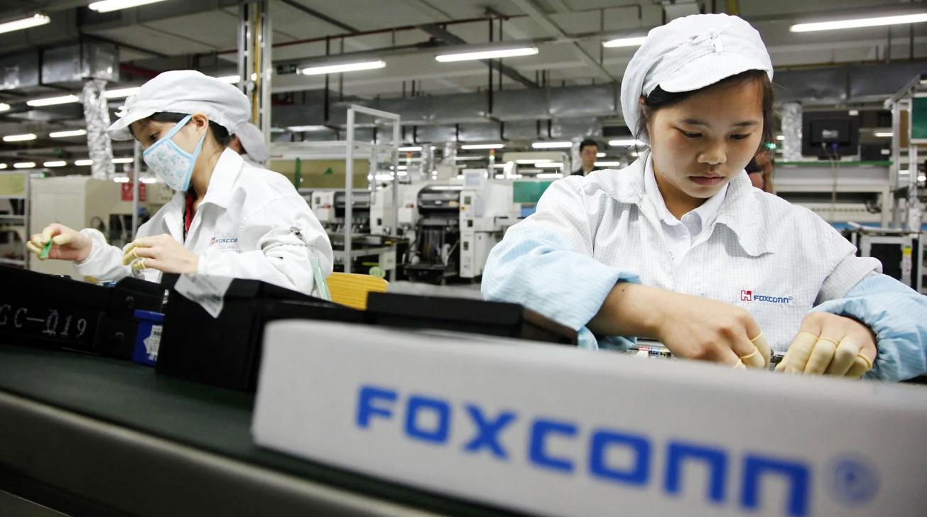 На заводах-сборщиках iPhone 12 начали экстренно расширять штат