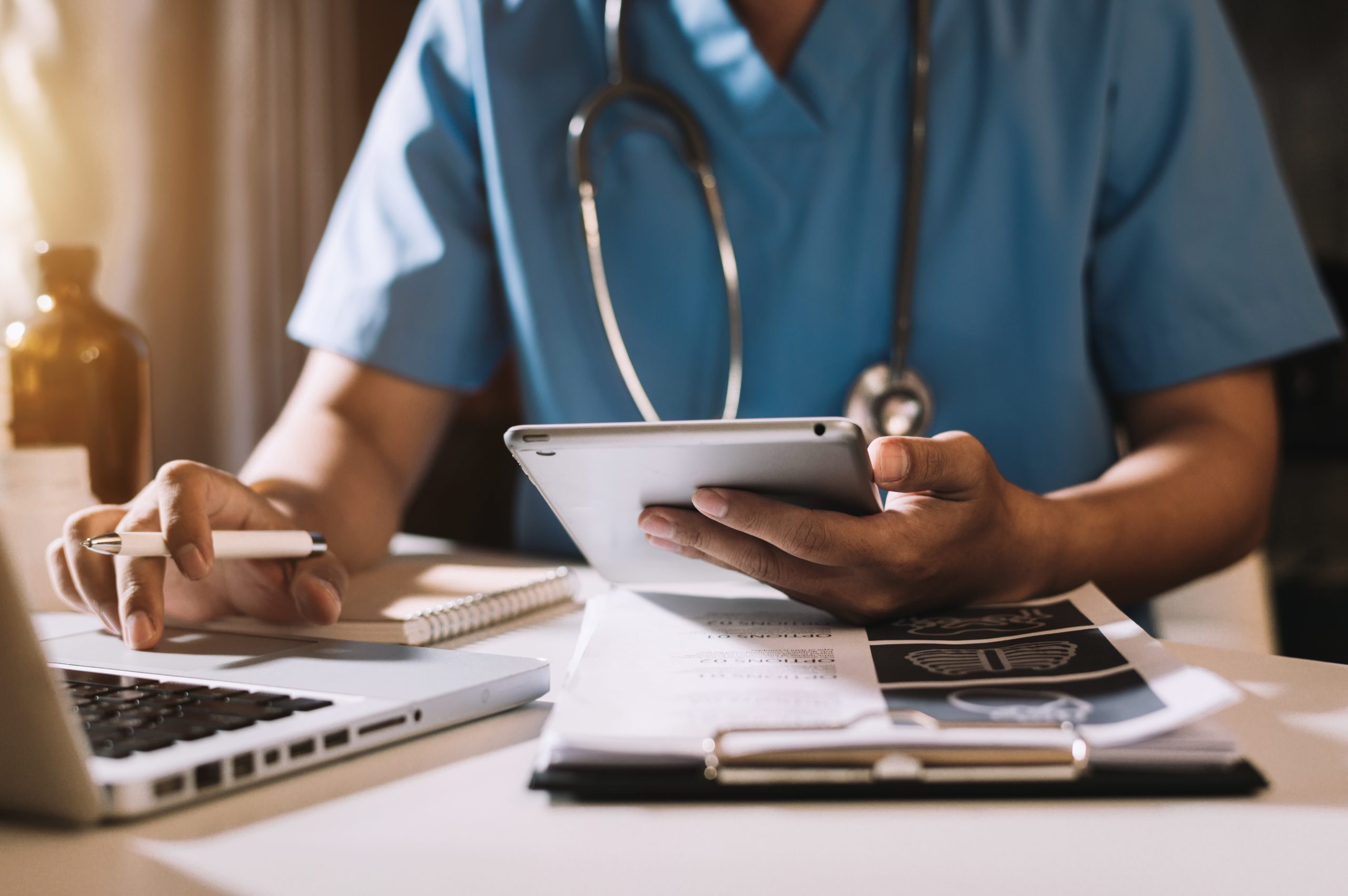 Врач попросил подтвердить смерть пациента через видеозвонок из-за боязни коронавируса