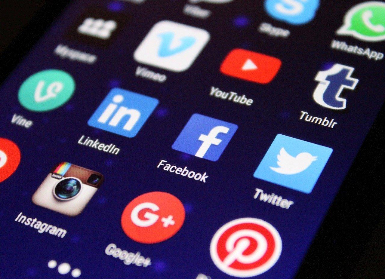 Журналисты показали, что все соцсети «воруют» функции друг у друга