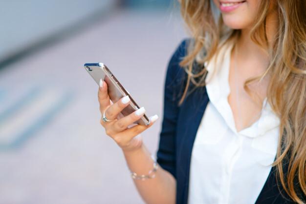 Смартфоны оказались в десять раз грязнее сиденья унитаза