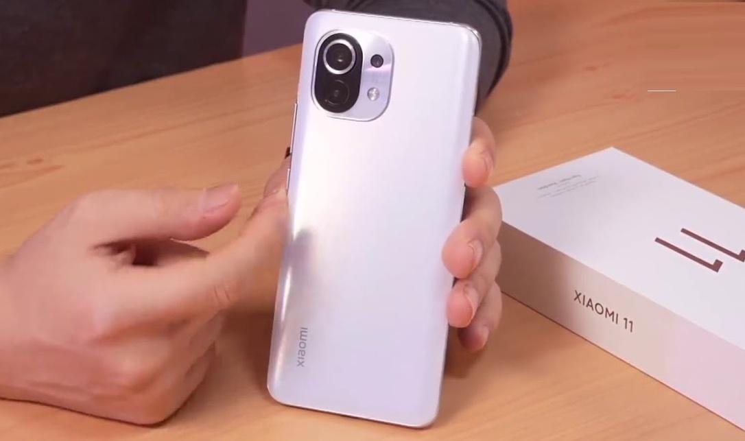 Xiaomi отказался признавать браком странные звуки, издаваемые флагманским Mi 11 при сдавливании