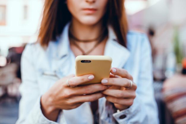 Цифра дня: Сколько времени россияне провели в мобильных приложениях в 2020 году?